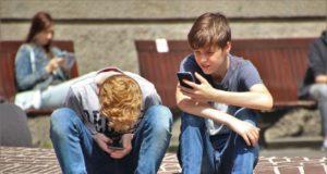 Phubbing: la preferencia de usar el teléfono a hablar con la gente