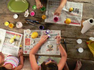 Mientras más se ensucien al pintar, ¡más se divierten!