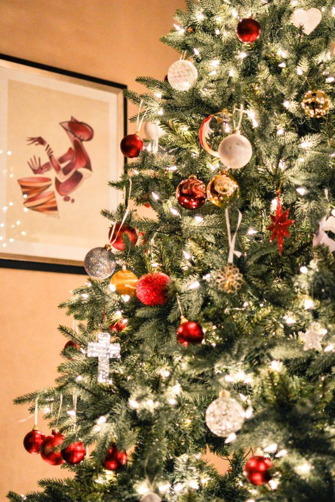 Un pino de Navidad es clave para crear un ambiente mágico