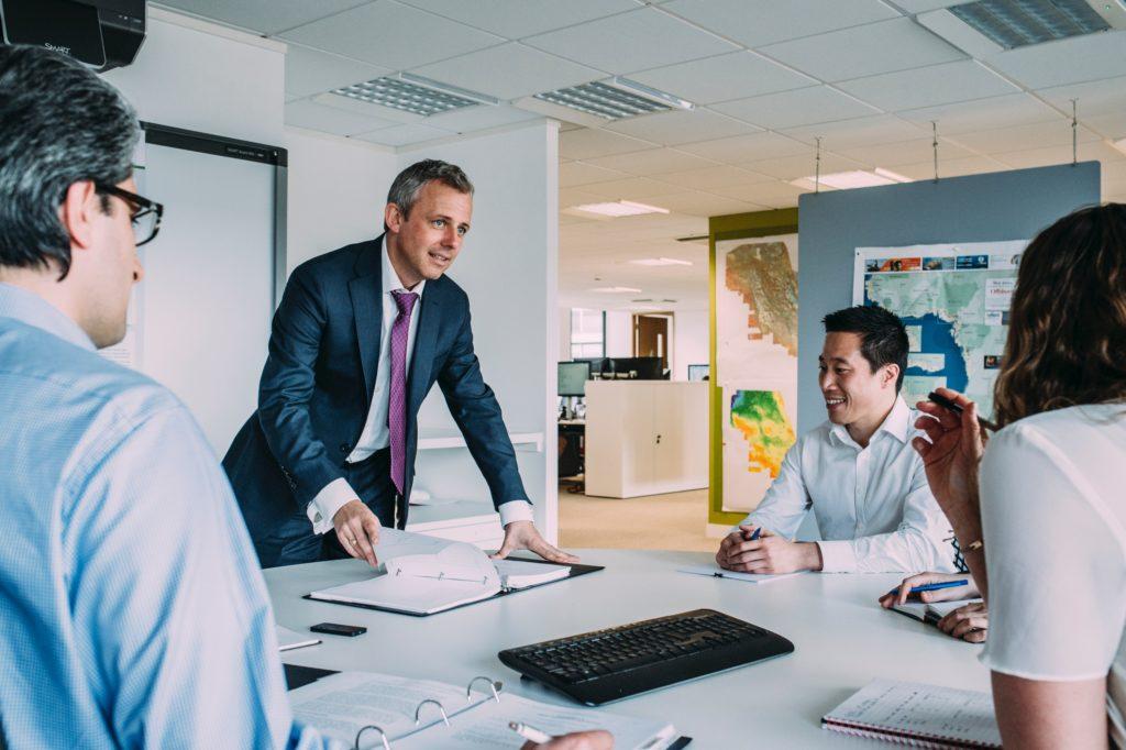 Un buen gerente escucha a los demás