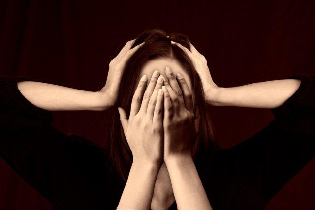 Sigue estos remedios caseros para evitar el dolor de cabeza