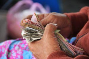 Hay maneras de evitar que gastes dinero de manera innecesaria