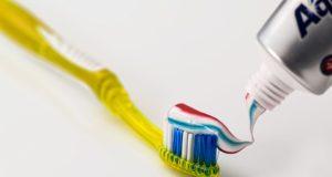 ¿Sirve la pasta dental para quitar un grano?
