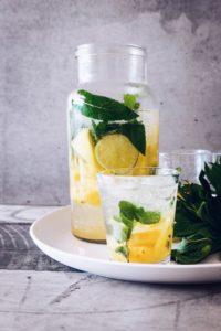 Beber agua con limón es genial para tu piel
