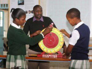 Cortesía de: https://www.standardmedia.co.ke/article/2001283429/village-day-school-beats-giants-at-global-science-fair